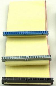 Cable PATA de 80 conductores con diferenciacion de los conectores por colores.