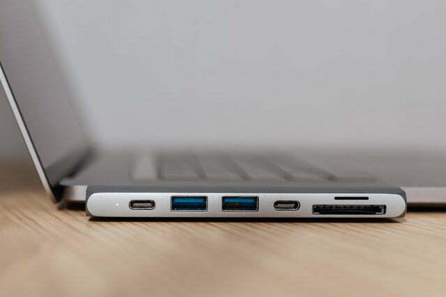 Puertos de una laptop